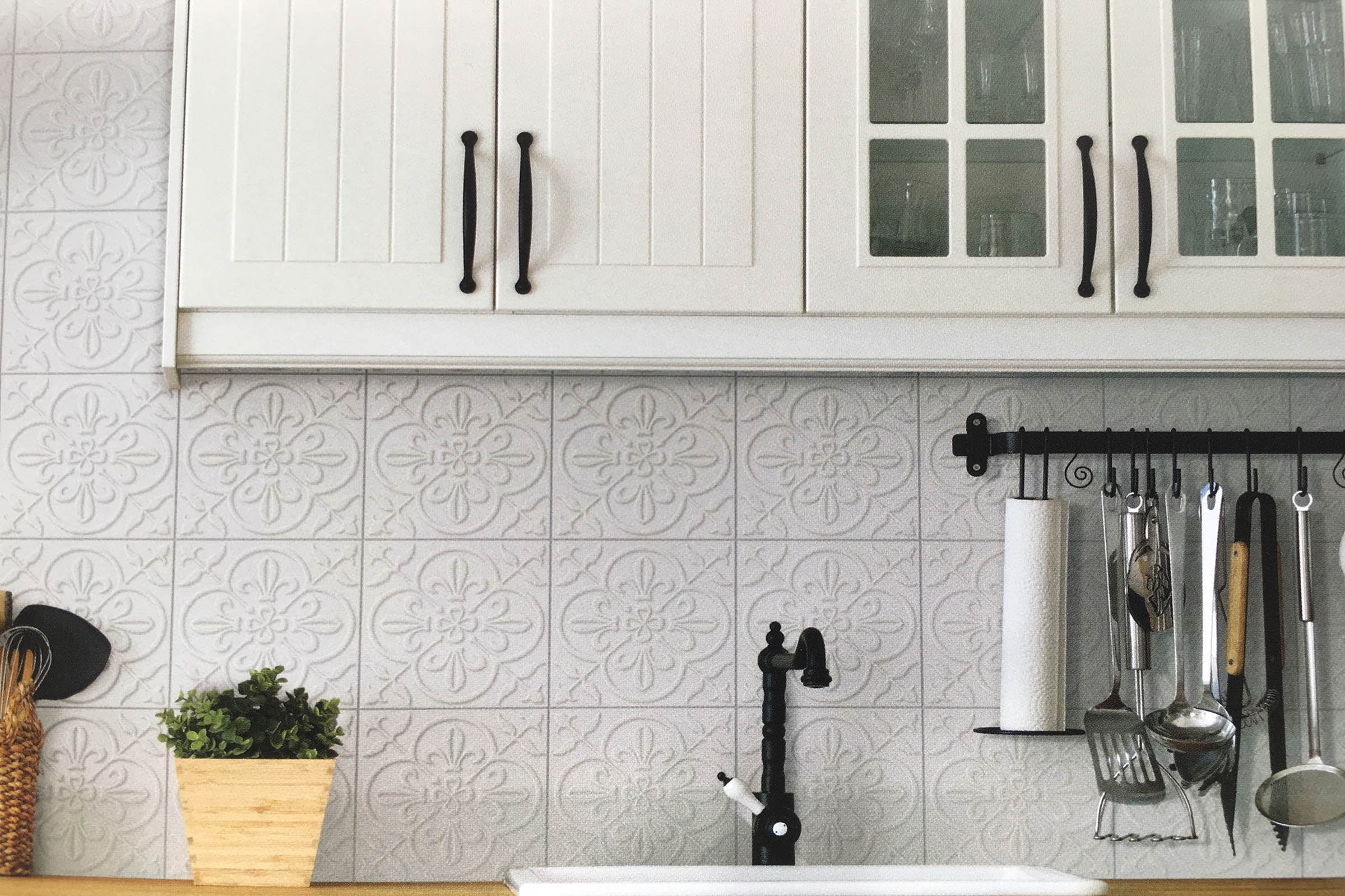 kitchen-grey-decorative-tile